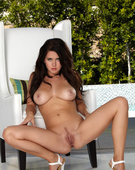 Chrissy Marie spreads her pink while tanning outside
